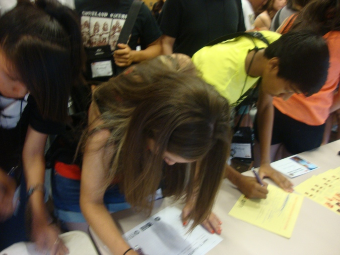 High School Students Signing Up to become Volunteers